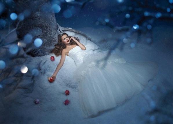 Les robes de contes de f es disney d 39 alfred angelo - Robe de blanche neige ...