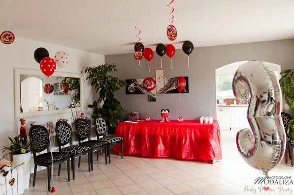 un anniversaire minnie avec du rouge du noir et des. Black Bedroom Furniture Sets. Home Design Ideas