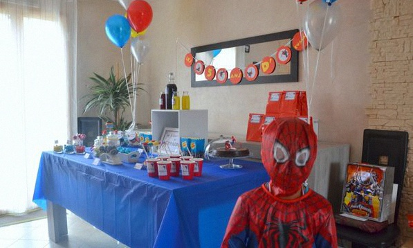 un anniversaire de super h ros pour les 5 ans d 39 evann spiderman. Black Bedroom Furniture Sets. Home Design Ideas