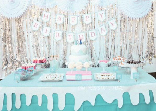 les 10 plus belles sweet table d 39 anniversaire sur le th me la reine des neiges. Black Bedroom Furniture Sets. Home Design Ideas