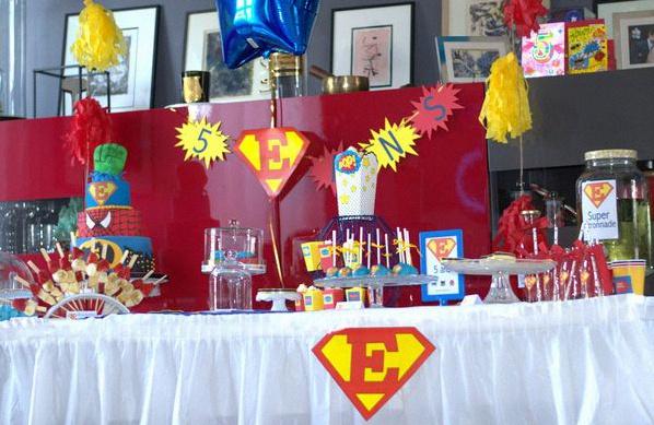 Le 5e anniversaire d 39 esteban sur le th me des super h ros - Deco anniversaire spiderman ...
