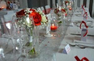 ... rouge et une Vespa décorations de table mariage rouge blanc gris