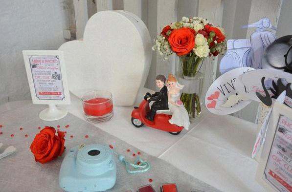 Un Joli Mariage A L Italienne Avec Du Blanc Du Rouge Et Une