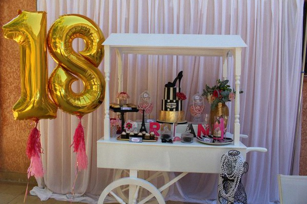 decoration anniversaire 18 ans rouge et noir. Black Bedroom Furniture Sets. Home Design Ideas