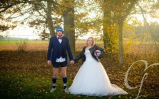 Le shooting photo Trash the dress/Day After de Laure et Christophe : Amour & Rugby