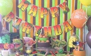 Comment organiser un anniversaire avec une décoration Dinosaure ?