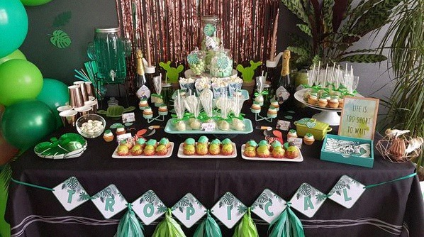 anniversaire tropical party sweet table tropical