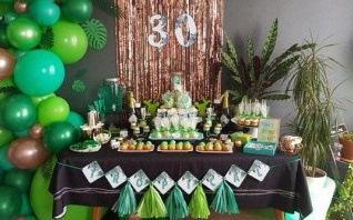Le 30e anniversaire de Sophie : une Tropical Party en vert et rose cuivré