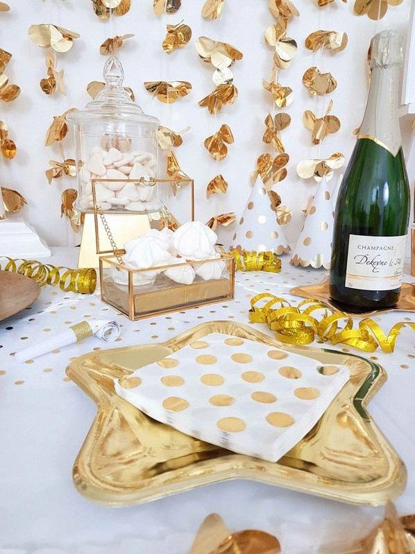 décoration de Nouvel An blanc et doré