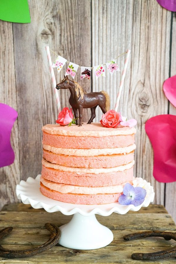 gateau figurine cheval